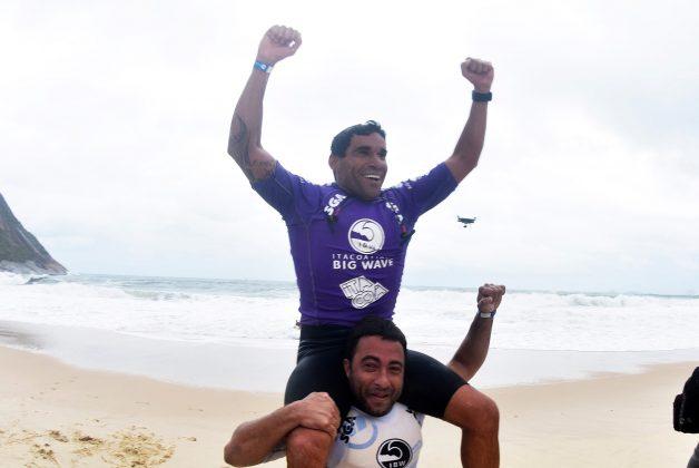Paulo Moura e Felipe Cesarano, Itacoatiara Big Wave 2019, Niterói (RJ). Foto: Itacoatiara Big Wave.