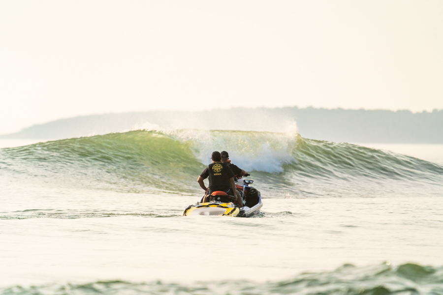 Tufão pode trazer boas ondas para a estreia do surfe nas Olimpíadas.