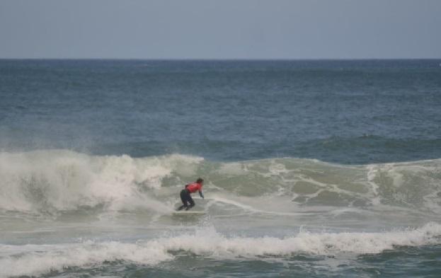 Caroline Farias, Surfe Treino South to South 19, Moçambique, Florianópolis (SC). Foto: Marcelo Barbosa.