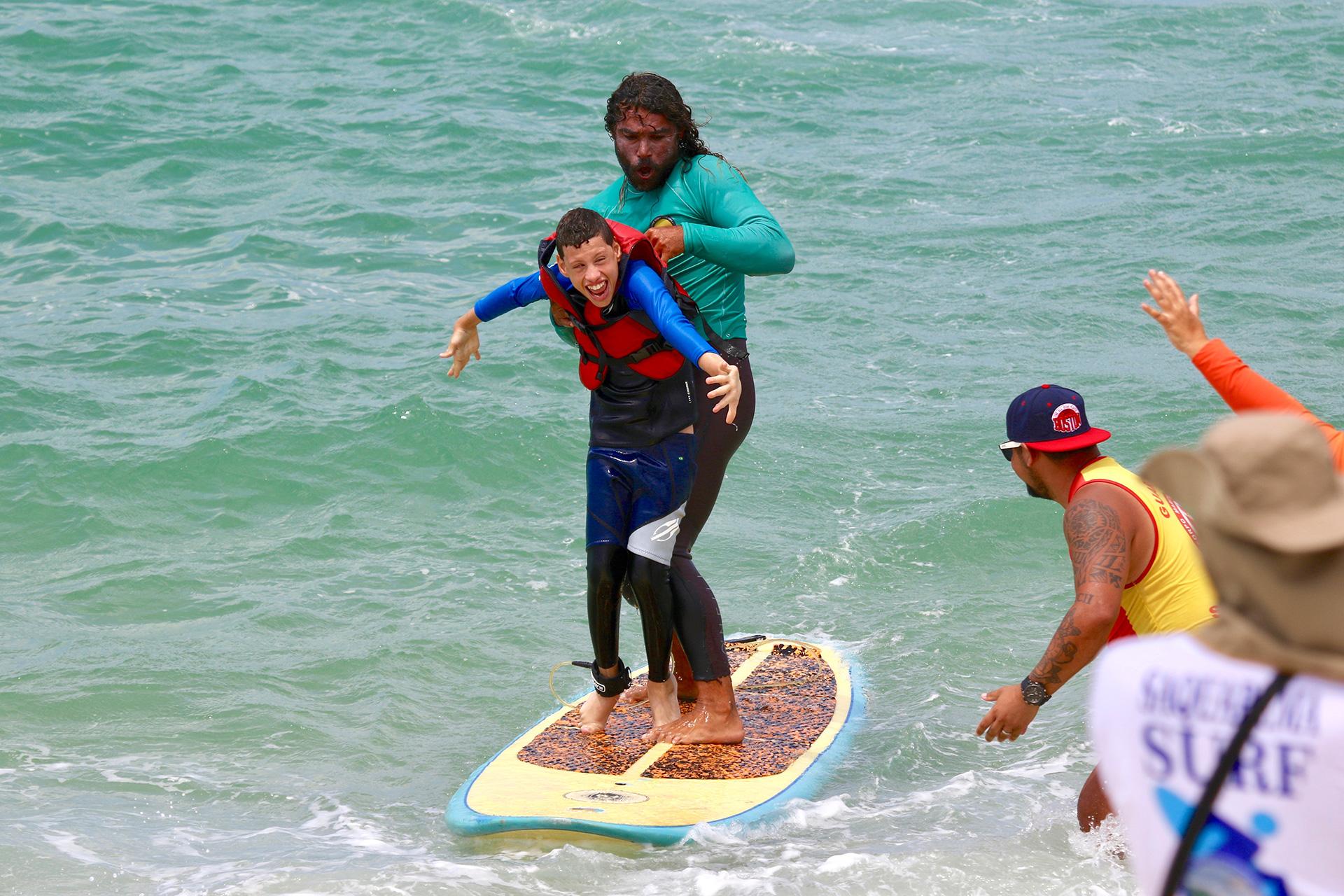 Surf Adaptado emociona público em Saquarema.