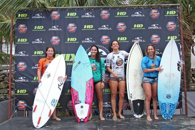 Pódio Feminino, Surf Trip SP Contest 2019, praia do Tombo, Guarujá (SP). Foto: Munir El Hage.