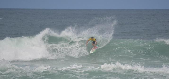Yhorran Gabardo, Surfe Treino South to South 19, Moçambique, Florianópolis (SC). Foto: Marcelo Barbosa.