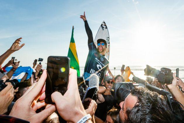 Italo Ferreira, MEO Rip Curl Pro Portugal 2019, Supertubos, Peniche. Foto: WSL / Poullenot.