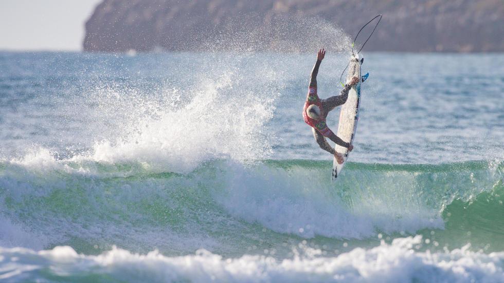 Italo Ferreira vence novamente em Portugal e vai para o Havaí como líder da temporada.
