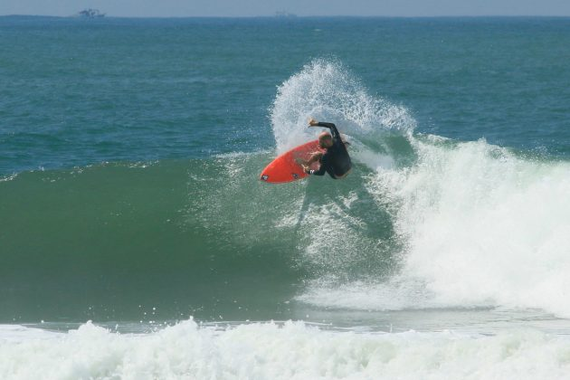 Bruno Espósito, Canto do Bostrô, Guarujá (SP). Foto: Thiago Cerucci / @surfmappers.