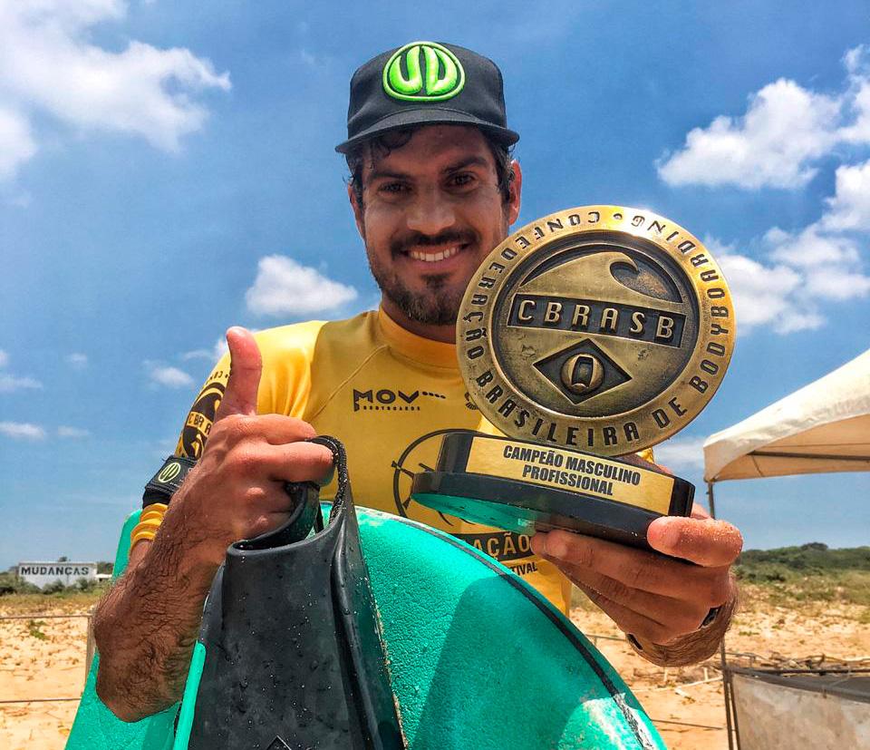 Uri Valadão celebra o quinto título brasileiro da carreira.