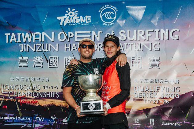 Justin Quintal e Honolua Blomfield, Taiwan Open World Longboard Champs 2019, Jinzun Harbor. Foto: WSL / Dunbar.