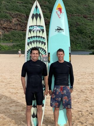 Greg Long e Ian Walsh, The Eddie Aikau Invitational 2019, Waimea Bay, North Shore de Oahu, Havaí. Foto: Fernando Iesca.
