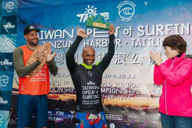 Rodrigo Sphaier, Taiwan Open World Longboard Champs 2019, Jinzun Harbor. Foto: WSL / Dunbar.