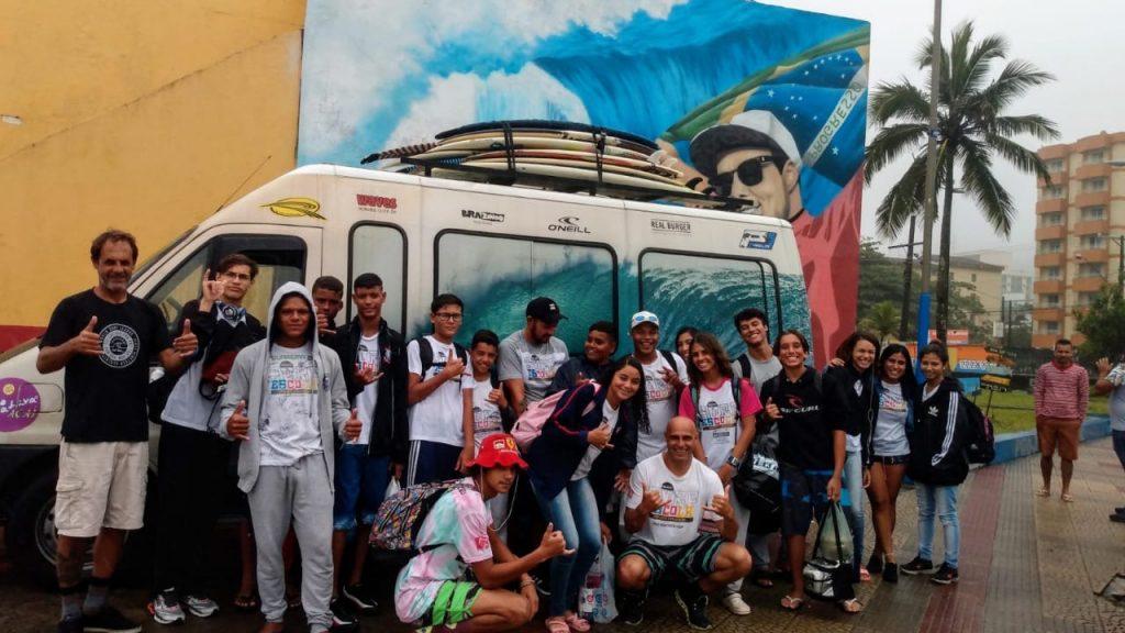 Barca do Projeto Surf Escola foi realizada em parceria com a Surf Van.
