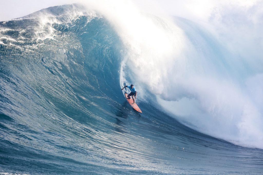 Eli Olson leva categoria Paddle of the Year do Big Wave Awards.