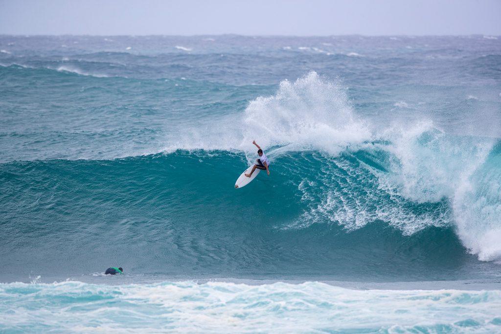 Jack Robinson em ação na Vans World Cup of Surfing de 2019 em Sunset.