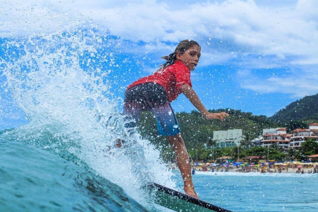 Eduardo Mulford vence surfe treino na Praia Grande.