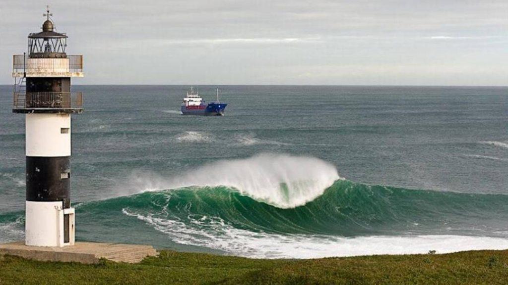 Farol de Ribadeo possui algumas das ondas mais pesadas da Europa.