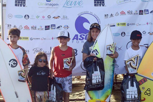 Pódio Infantil, Circuito ASCAS 2020, Balneário Rincão (SC). Foto: Vivi Surf.