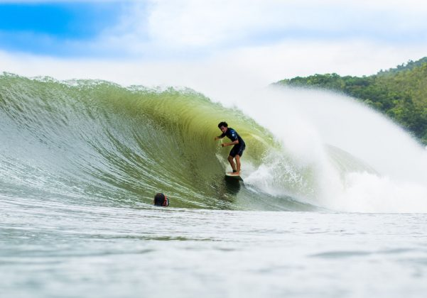 surfista renan pulga e roberto cristófani (foto de pedro abreu), Praia de Maresias, São Sebastião (SP). Foto: Roberto Cristófani / Water Photography.