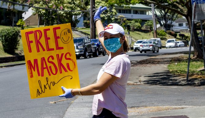 Carissa faz a sua parte durante a pandemia de Covid-19 no Havaí.