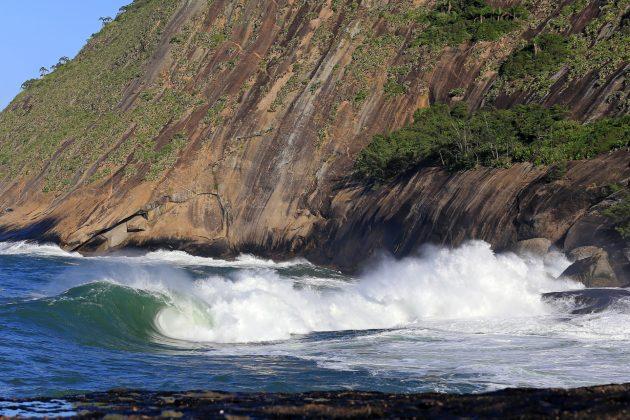 Laje do Shock, Itacoatiara, Niterói (RJ). Foto: Tony D'Andrea.