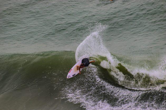 Stefano Dornelles, Praia da Cal, Torres (RS). Foto: Rodolfo Martins.