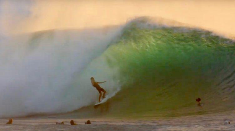 Derek Ho, Pipeline, North Shore de Oahu, Havaí. Foto: Reprodução.