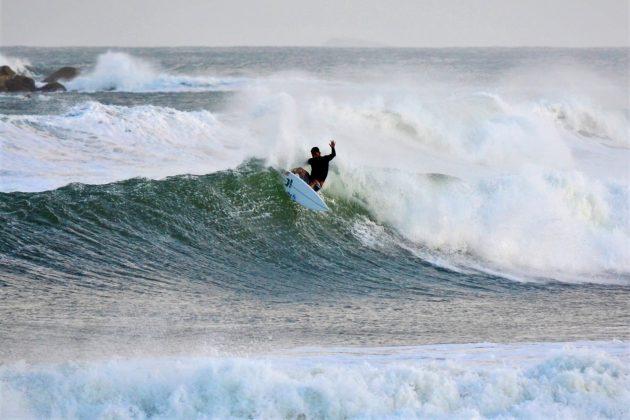Michael Rodrigues, Praia da Vila, Imbituba (SC). Foto: Henrique Buchele.