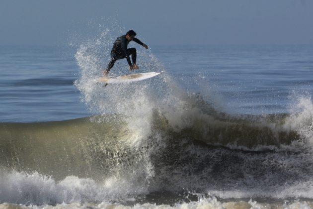 Daison Pereira, Praia da Cal, Torres (RS). Foto: Angelo Demore / @angelinphotos.