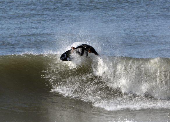Emerson Peres, Praia da Cal, Torres (RS). Foto: Angelo Demore / @angelinphotos.