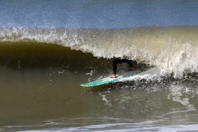 Felipe Raupp, Praia da Cal, Torres (RS). Foto: Angelo Demore / @angelinphotos.
