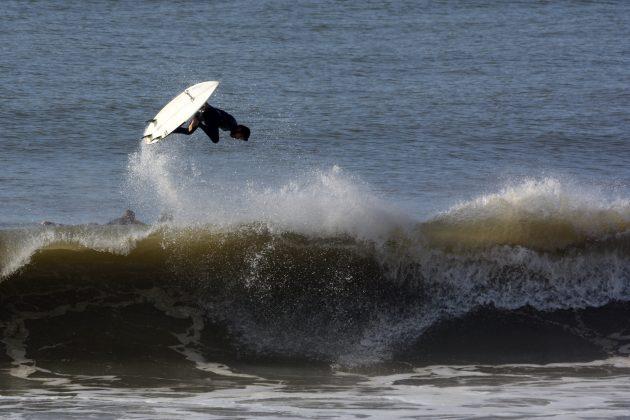 Jonas Brocca, Praia da Cal, Torres (RS). Foto: Angelo Demore / @angelinphotos.