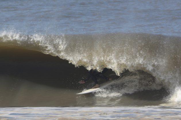 Rodrigo Dornelles, Praia da Cal, Torres (RS). Foto: Angelo Demore / @angelinphotos.