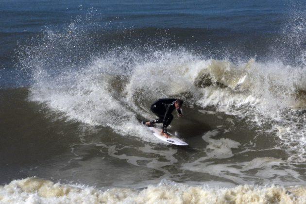 Stefano Dornelles, Praia da Cal, Torres (RS). Foto: Angelo Demore / @angelinphotos.