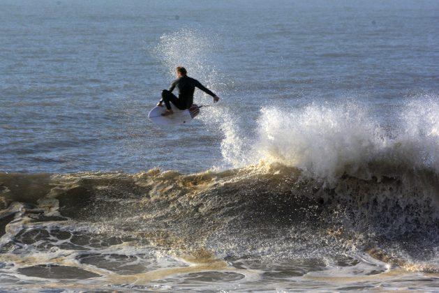Tiago Braga, Praia da Cal, Torres (RS). Foto: Angelo Demore / @angelinphotos.
