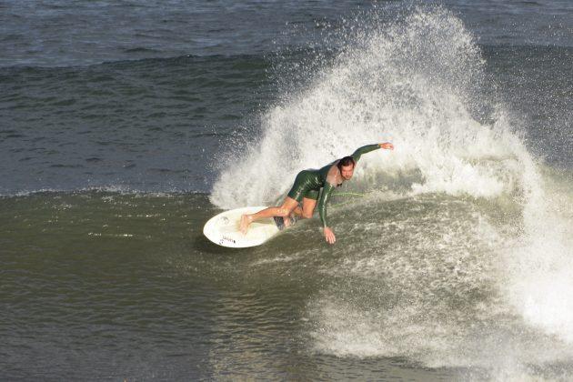 Jonathan Peres, Praia da Cal, Torres (RS). Foto: Angelo Demore / @angelinphotos.