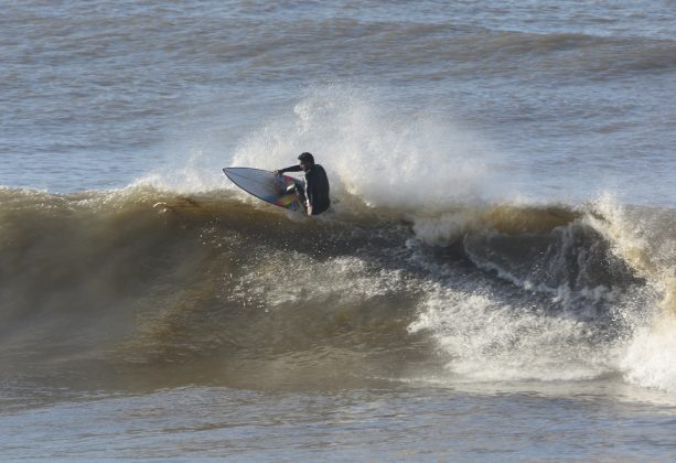 Michael Rodrigues, Praia da Cal, Torres (RS). Foto: Angelo Demore / @angelinphotos.