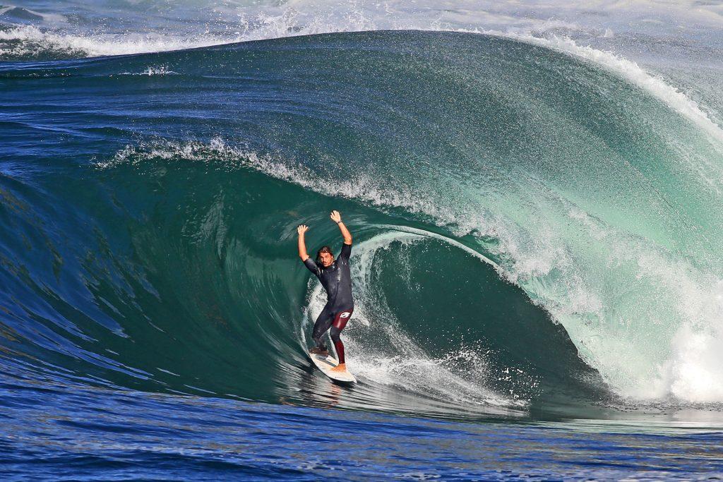 Na remada ou de tow-in: foco do prêmio é a combinação da onda com a performance.
