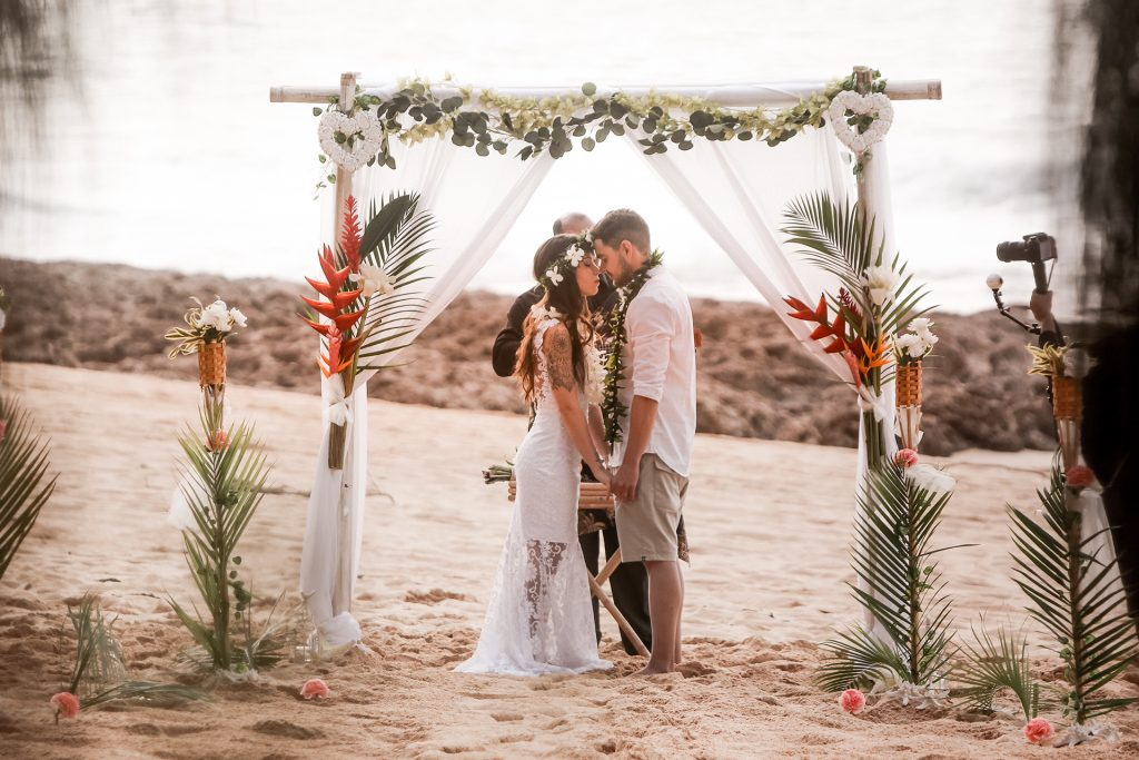 Samara e Thomás em um casamento dos sonhos no Havaí.