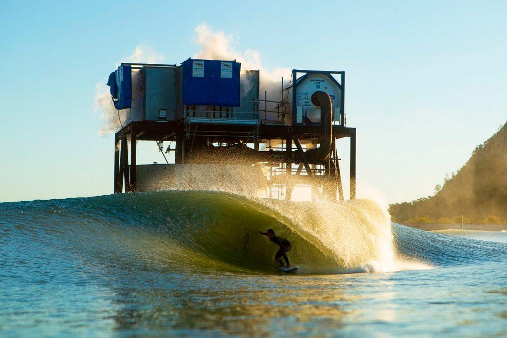 Na mesma linha da democratização das pistas de skate, Turco Loco sonha em democratizar as ondas artificiais, como esta da Surf Lakes, na Austrália.