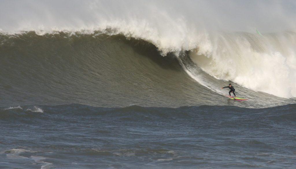 Nando Grilo desce a bomba na Praia do Cardoso.
