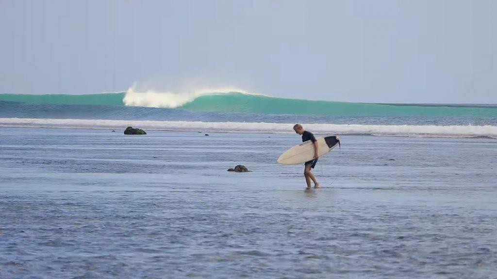 Governo indonésio mostra empenho em restaurar a economia de Bali, que depende do turismo para sobreviver.