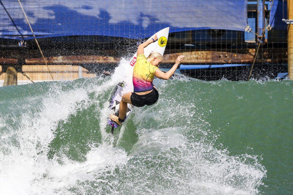 Tatiana Weston-Webb está na semi do Surf Ranch Pro. Foto de arquivo.