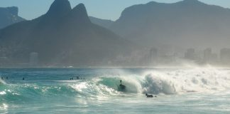 Rio e Salvador fecham orlas