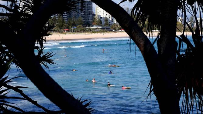 Surfistas voltam ao outside em Coolangatta.