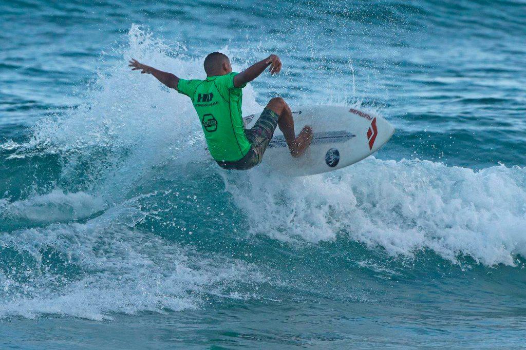 Douglas Silva vem de vitória no CBSurf Pro Tour na Praia Grande.