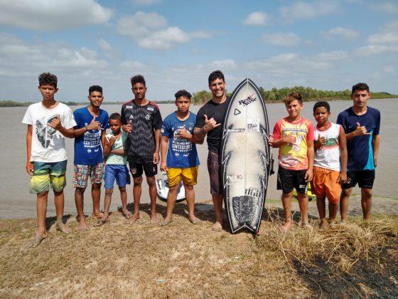André PiscoPássaro com os ribeirinhos, Rio Mearim, Arari (MA). Foto: @dgb.audiovisual.
