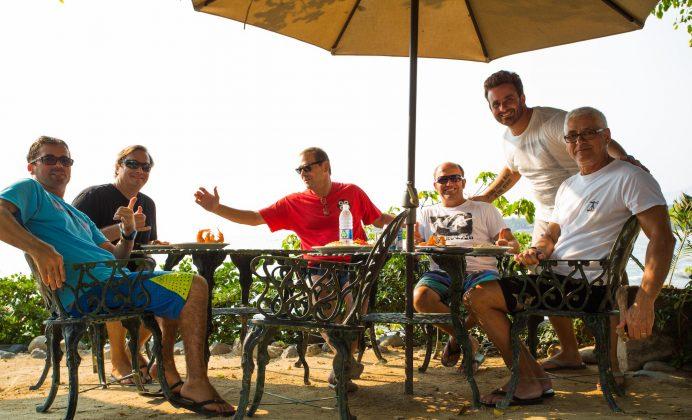 Darlan, Christian, John, Camarão, Bernardo e Homero, México. Foto: @vikingsurfsup.