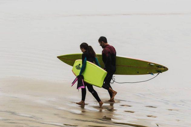 Camille Oliveira e Chico Cardoso, Praia do Cardoso, Farol de Santa Marta (SC). Foto: Ailton Souza.