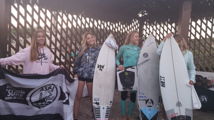 Pódio Feminino Sub 14, Kids Like Surfing 2020, Joaquina, Florianópolis (SC). Foto: Basilio Ruy/P.P07.