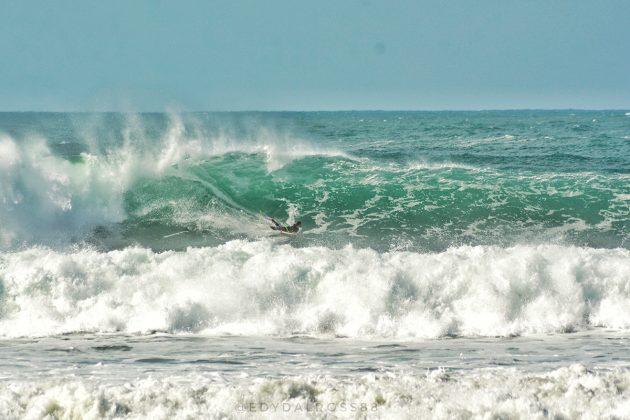 Camille Oliveira, Praia do Rosa, Imbituba (SC). Foto: Edy Dal Ross / @startsurf.jpg.
