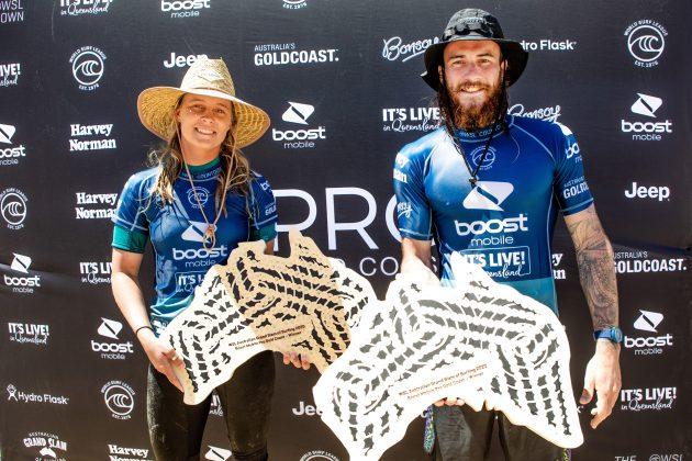 Isabella Nichols e Mikey Wright, Boost Mobile Pro 2020, South Straddie, Gold Coast, Austrália. Foto: WSL / Cestari.