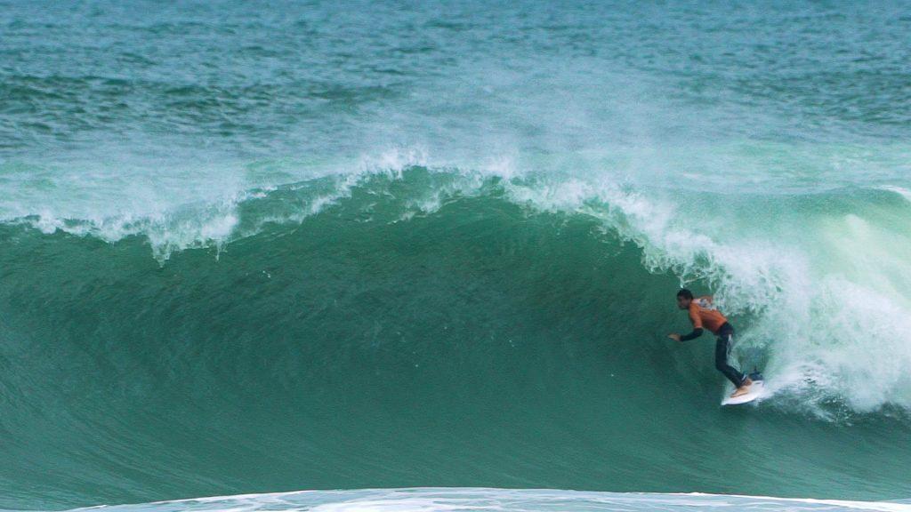 Thiago Camarão domina etapa brasileira do circuito mundial virtual Surf Web Series.